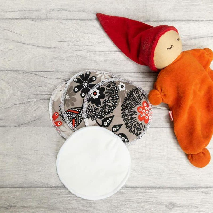 Reusable fabric breastfeeding pads