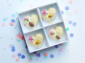 Hedgehog & bees geo heart oreos