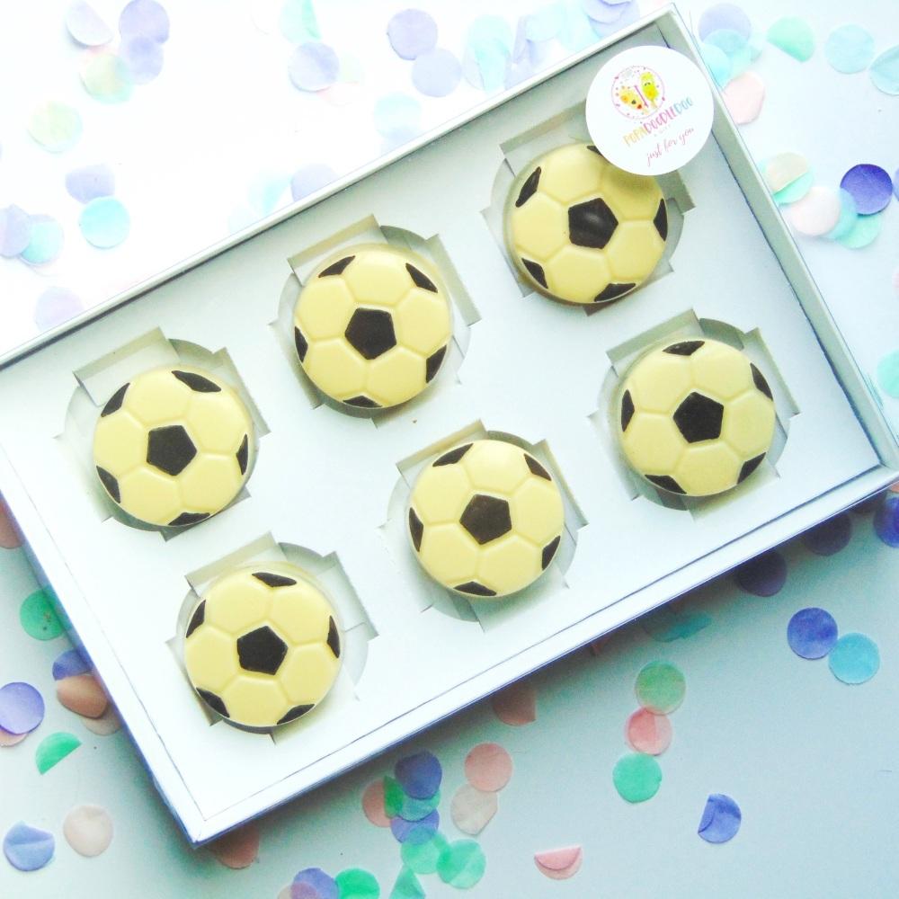 Football creamed cookies