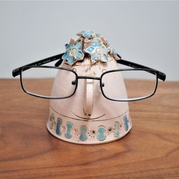 The lady glasses holder