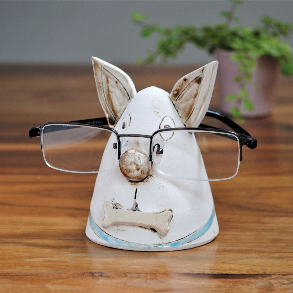 Glasses holder / spect stand in dog design.