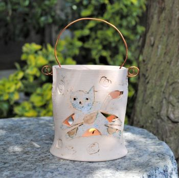 . . . . . NEW PRICE . . . . . . . .  was £26  . . . Tea light with copper wire - Cat