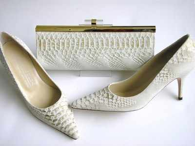 Renata designer shoes matching bag cream ,gold nubuck size4