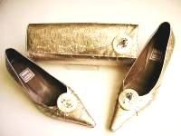 Renata designer shoes clutch Oyster kitten heels bling size3.5