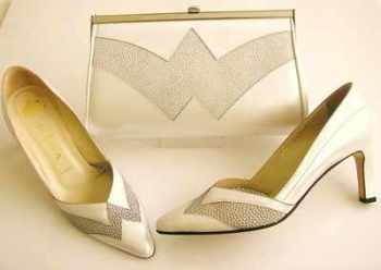 Gina designer shoes matching bag white pearl/silver mesh size 4