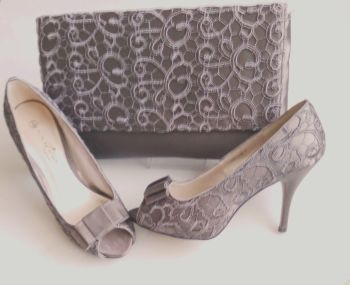 Lunar mother bride satin embroidered  shoes matching large bag taupe size 5