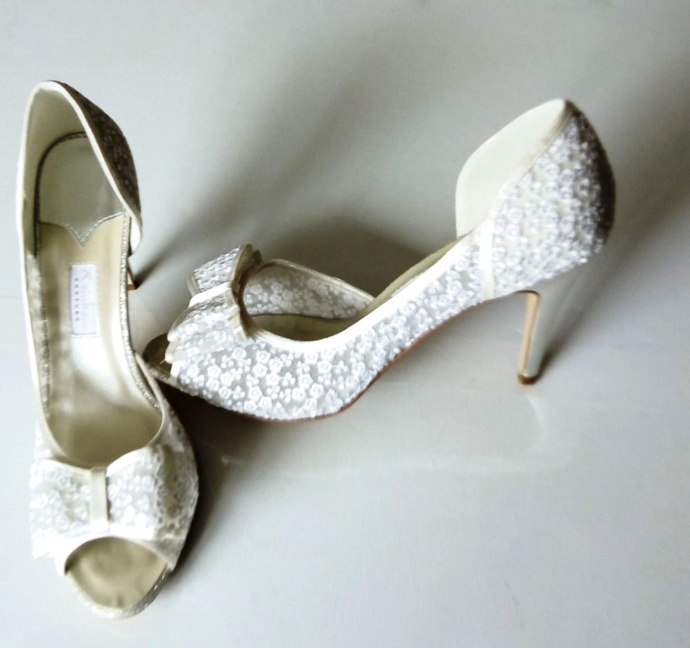 Rainbow Couture  ivory embroidered flowers on mesh bow  bridal shoes size 7