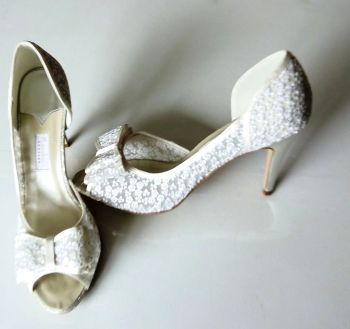 Rainbow Couture  ivory embroidered flowers on mesh bow  bridal shoes size 7.5