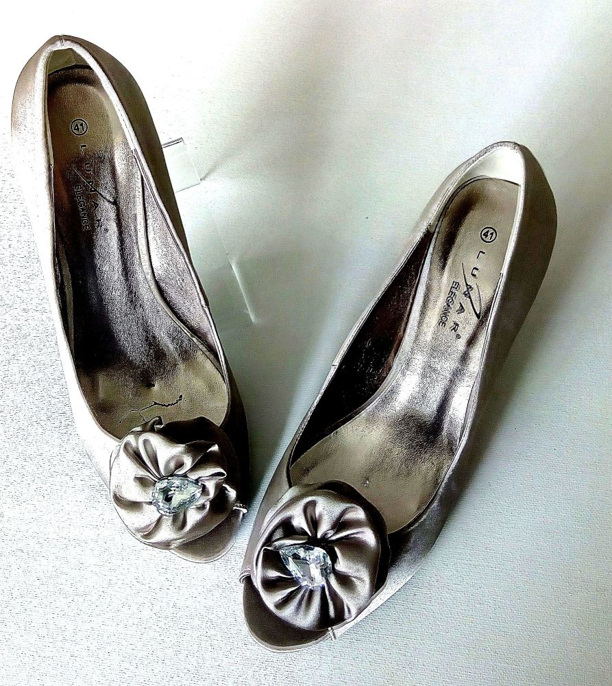 Lunar champagne special occasion satin shoes size 8