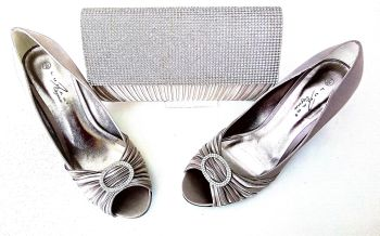 Lunar occasion champagne satin shoes matching satin bag size 7