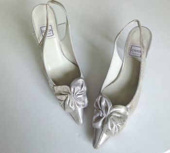 Renata Italy stunning champagne occasions slingback shoes size 3.5