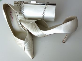 Rainbow Club ivory satin occasions shoes matching bag size 5