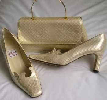 Renata vintage shoes matching bag cream gold size 5.5
