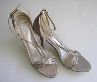 Ravel Designer shoes oyster satin crystals size 7 bridal