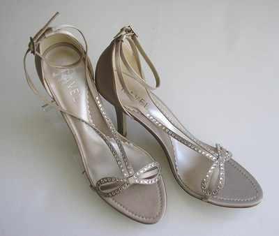 Ravel Designer Shoes Oyster Satin Crystals Size 7 Bridal