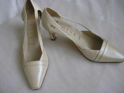 Gina designer shoes ivory dress heels size 4