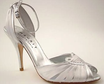 Magrit bridal designer shoes.Silver /white bridal size 5.5 .