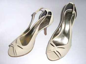 PERtu designer shoes cream leather peeptoe heels size7 .new