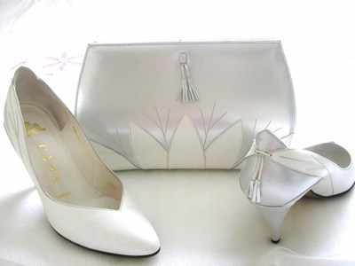 Gina Designer shoes white,silver,matching bag,Size 4..used
