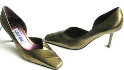 Magrit designer shoes,dark gold courts size 3 new