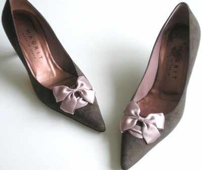 Magrit designer shoes.Mocha suede /pink bow.Size6.5. new.