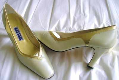Magrit designer shoes pearlised cream ,gold trim size 6 .as new