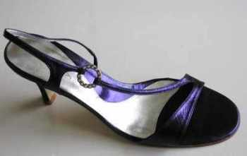 Lisa Kay designer shoes purple crystals size 6 .new