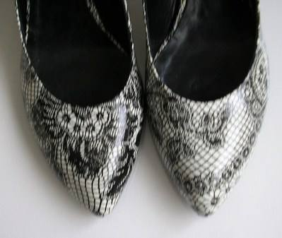 Renata white black lace print uppers size 4