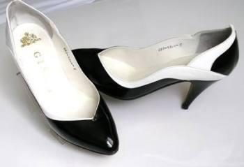 Gina designer shoes.black patent /white size 4.5 vintage