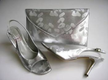 Renata designer shoes matching clutch bag open toe silver brocatto size 4.5