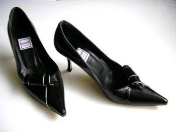 Renata shoes black scroll silver trim size 4