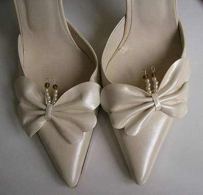 Pearlized ivory butterfly shoes matching bag size 4