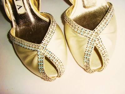 Gina cream satin pearly crystals size 4 003
