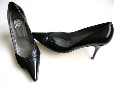 Renata designer shoes black patent stiletto heels size 5.5.used