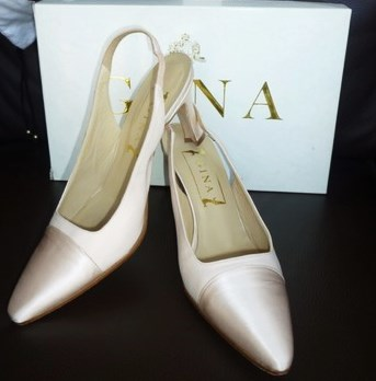 Gina designer shoes pale peach satin crepe slingbacks size 4 used