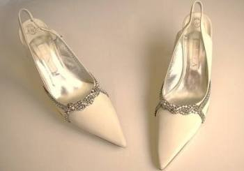 Gina London wedding shoes Ivory with crystals Eva size 6.5 to 7