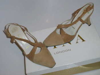 Gina London designer shoes  beige size 3.5