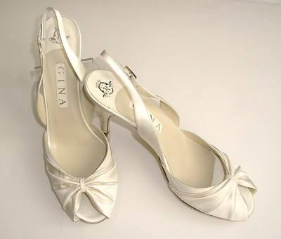 "Gina London  bridal cream satin peeptoe shoes "" Lynda""size 7 to 7.5"