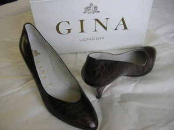 Gina designer shoes Burgundy patent  leather courts size 6.-6.5
