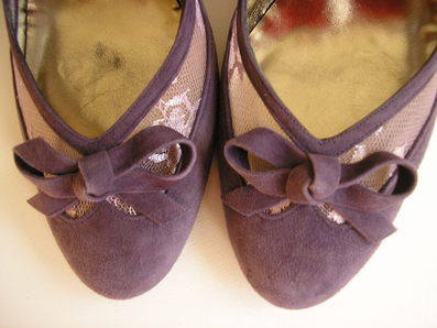 Magrit lilac heel view