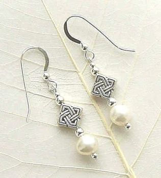 ATTRACTIVE CELTIC STYLE FRESHWATER PEARL SILVER EARRINGS