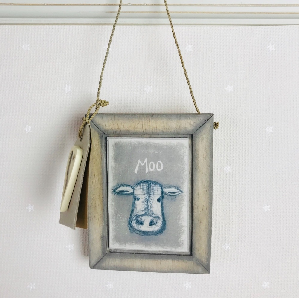 East of India Hanging Head Picture - Moo