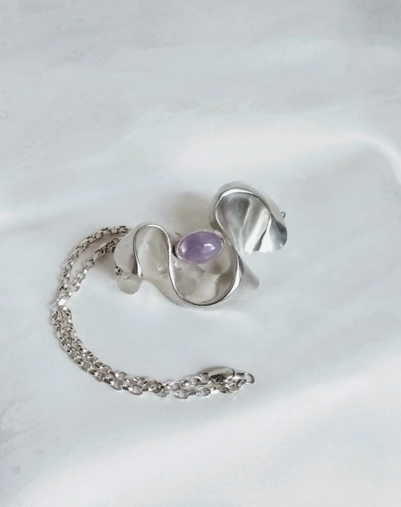 Curve of silver with lavender amethyst