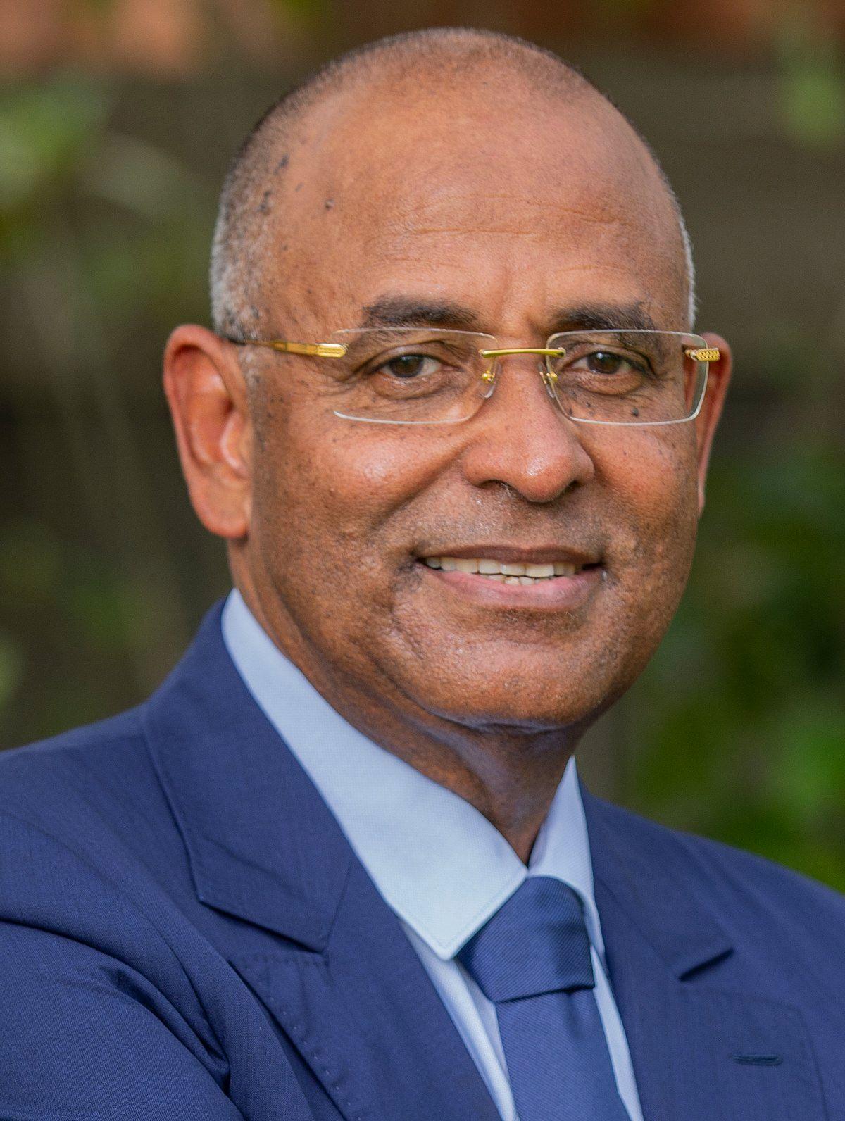 118_Photo_Officielle_-_Ministre_d'Etat_-_secretaire_general_de_la_presidenc
