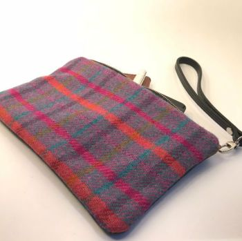 CLUTCH BAG IN VIOLET TARTAN & LEATHER