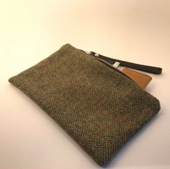 CLUTCH BAG IN TRADITIONAL HARRIS TWEED & LEATHER