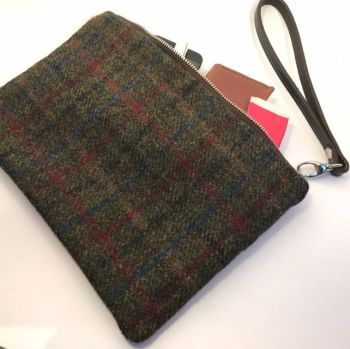 CLUTCH BAG IN HARRIS TWEED & LEATHER