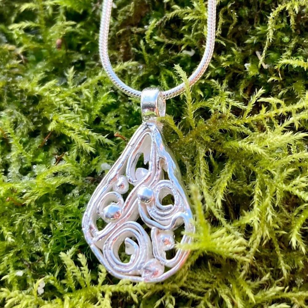 Filigree Pendant (with dots)