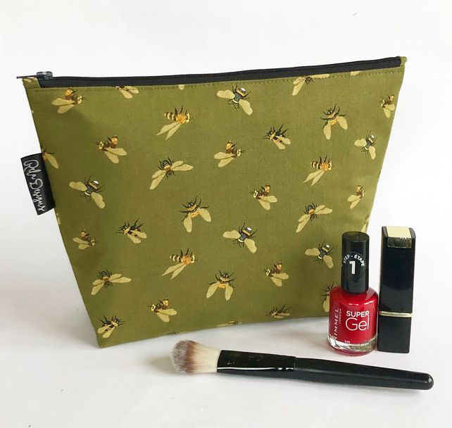 Khaki bee pattern makeup bag with accessories