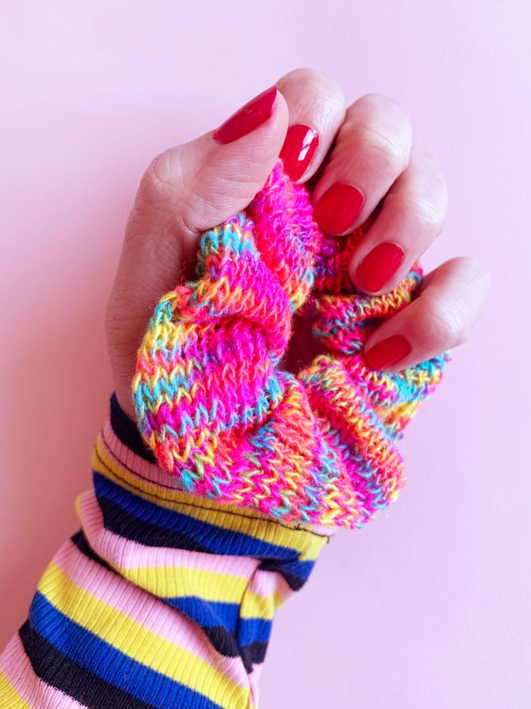 FUNKY TOWN - Knitted Hair Scrunchie